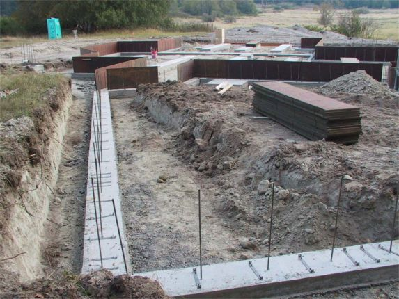 Port angeles pictures for Poured concrete foundation